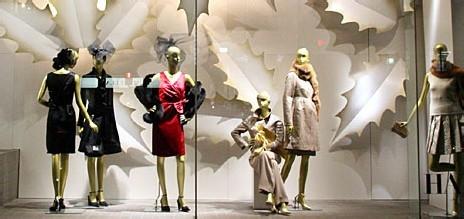 服装店橱窗装修设计和成列展示图片