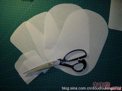 图纸减出布衬 不加缝份 原图纸大小.步骤/方法因为盖子部分