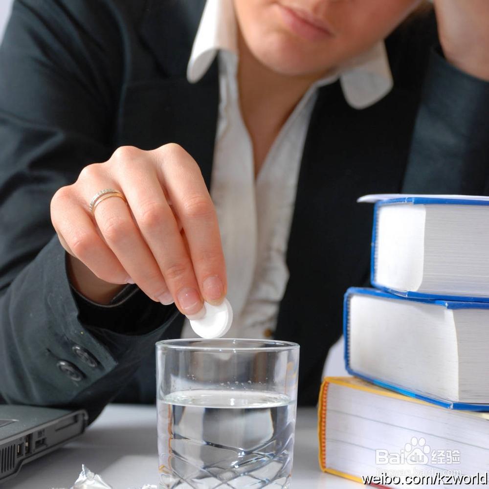 比如如今最常见的女性更年期药物治疗应该就是激素