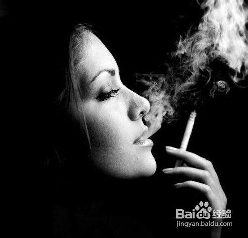 女性吸烟者 香烟中的有害物质会直接侵入胎盘