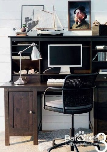 隔出工作好空间高高的书柜在客厅中形成隔断效果,把拥有明