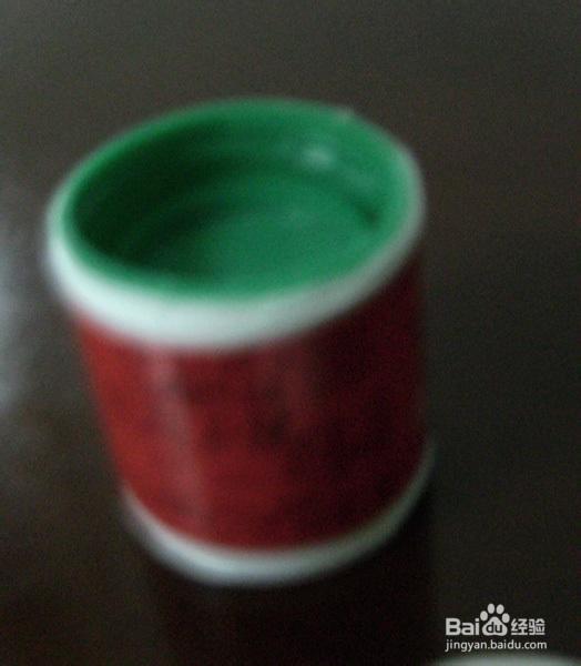 用矿泉水瓶子自制环保衣架图片