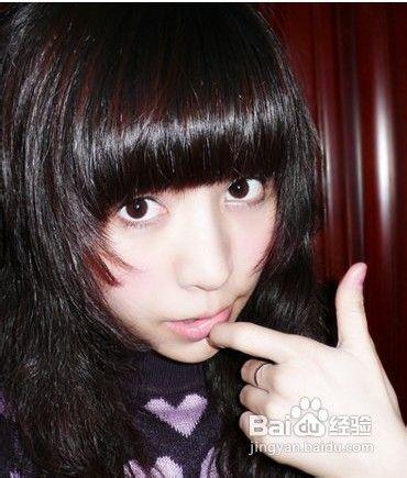 既然是非主流妆了,大大的大眼妆显示出女生的甜蜜气质,而高清图片