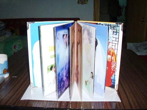 内页,根据内页数量先设计好照片,照片尺寸根据内页大小做,(我