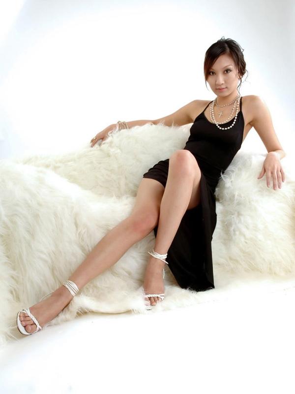 超级性感的长腿美女〔高清精图〕