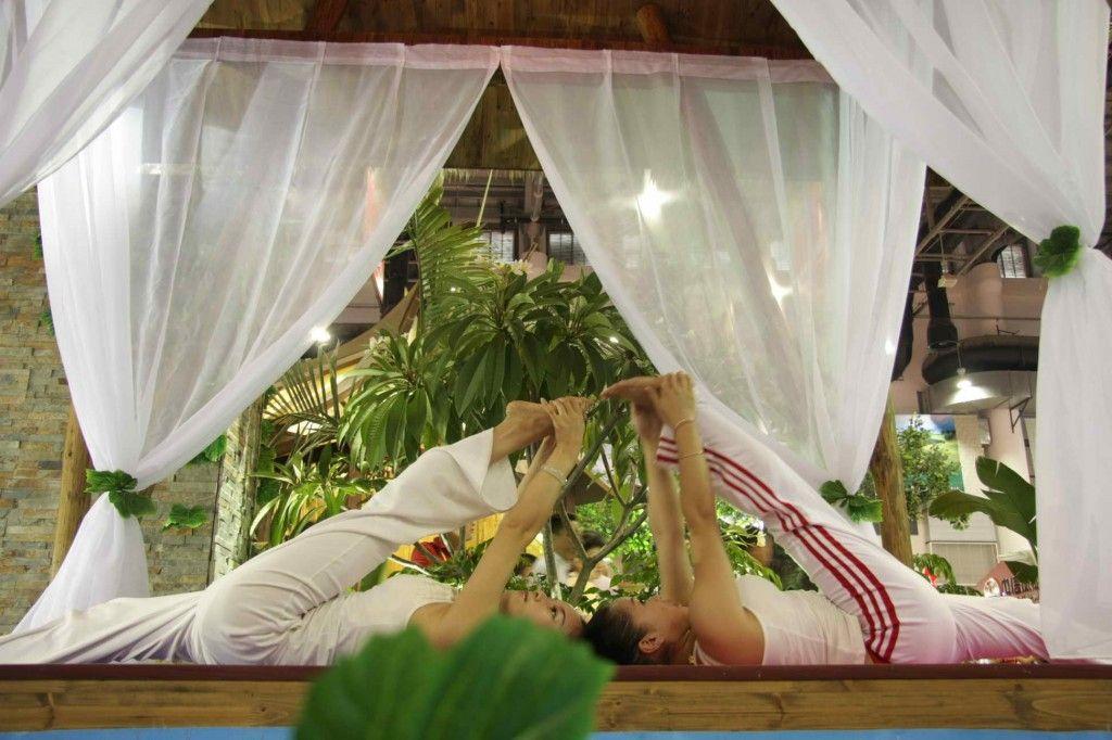 双人美女瑜伽