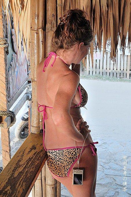 南非海滩上的白人平民美女