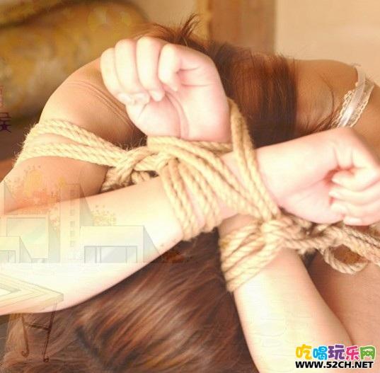 现在美女喜欢被捆绑?