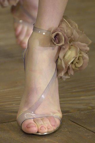 【独善其身】关于正确穿高跟鞋 竖