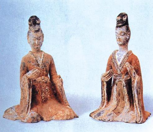 印象中只有魏晋时期的衣服与之类似,这是那个时代的陶俑.在新图片