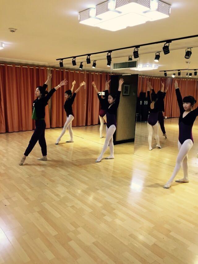 舞蹈学校_柏艺舞蹈学校
