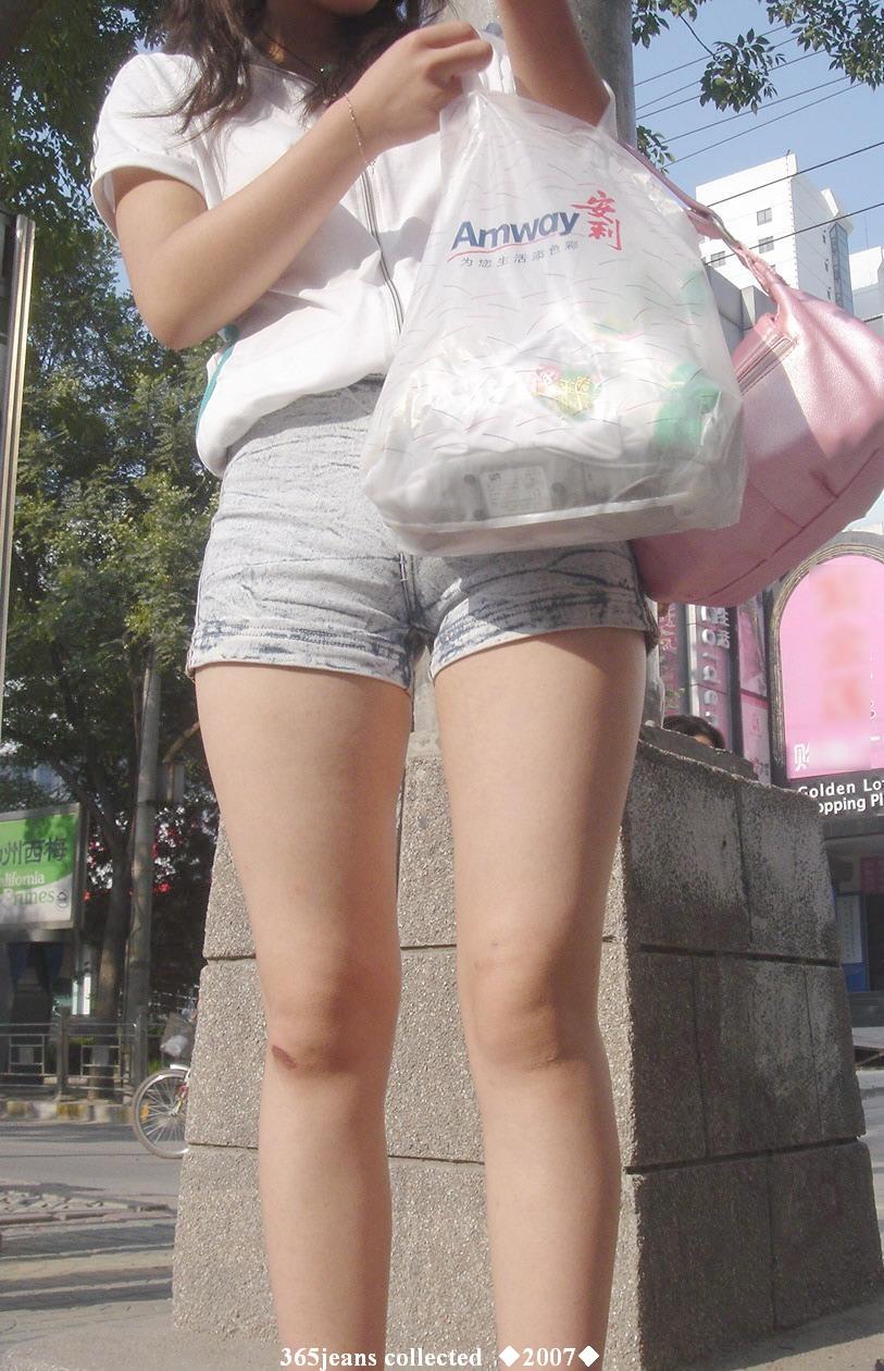 老图新赏 街拍紧身牛仔短裤少女!转自365jeans