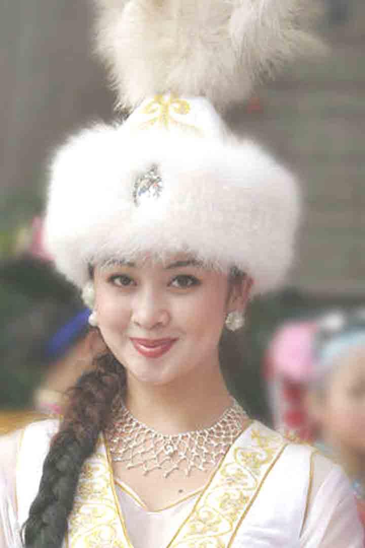 美女 哈萨克族女孩和广东的朋友谝闲传子