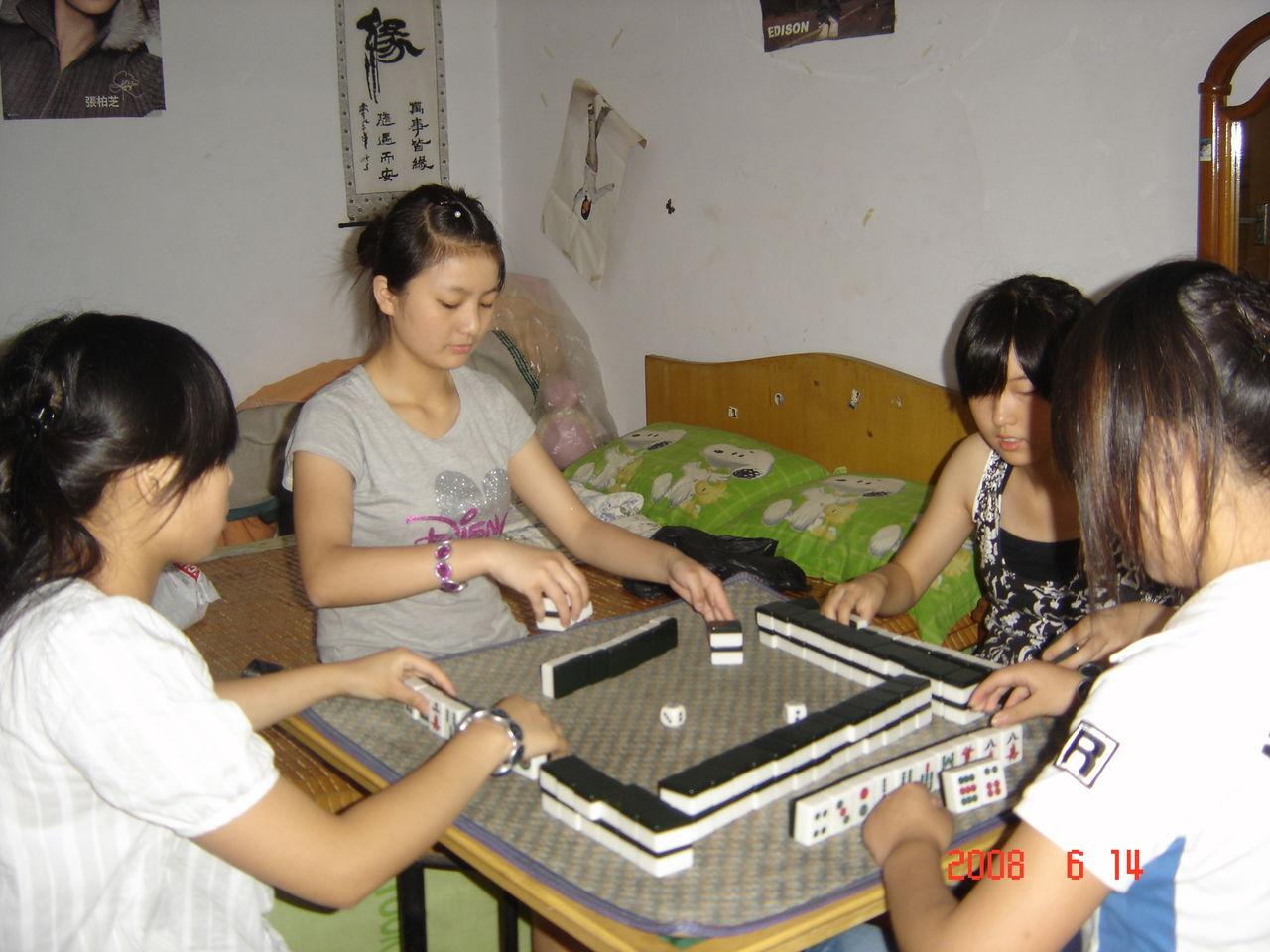 麻将是中国国粹,美女打麻将