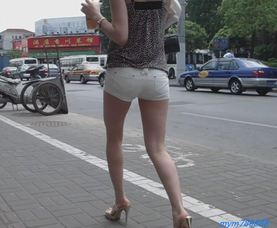 热裤美女紧身美女紧身热裤上海街头短裙美女