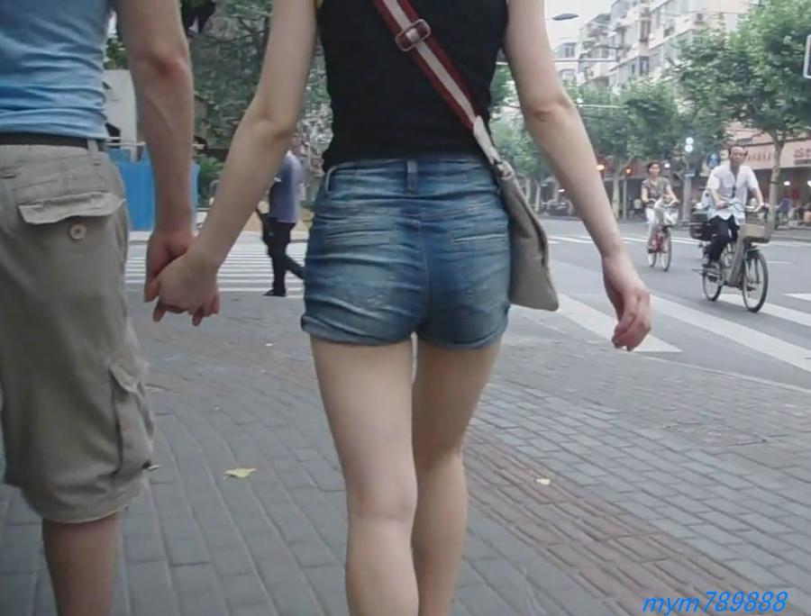 视频下载 跟拍性感热裤美女