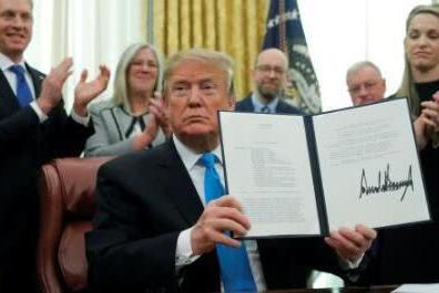 特朗普签署指令 正式要求组建美国太空军