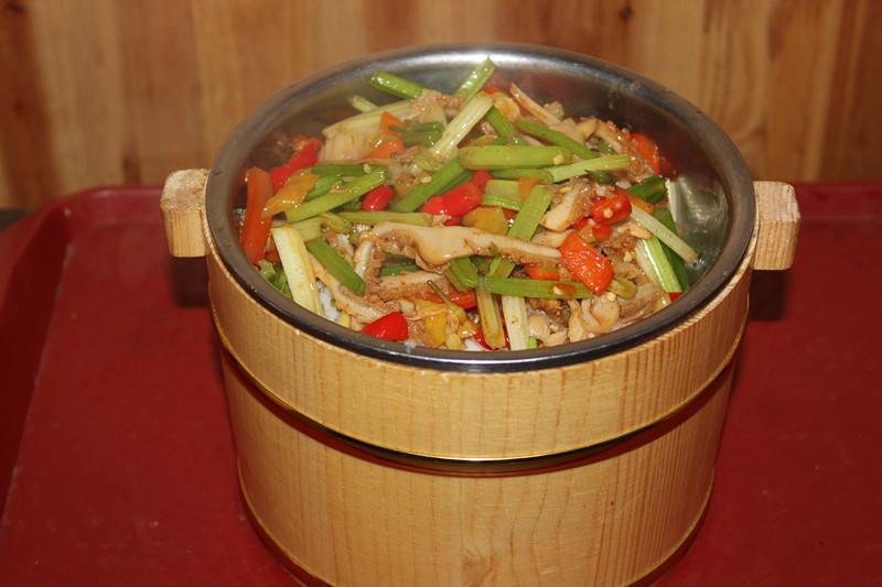 爆炒猪肝木桶饭   干子千张肉丝盖饭   鸡蛋米酒   手撕包菜木桶饭   红萝