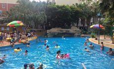 假日城堡游泳池