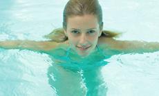腊山根聚地游泳馆