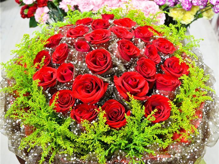 33朵玫瑰/康乃馨手捧鲜花1份