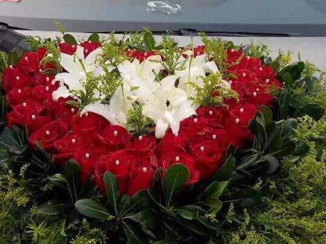 价值460元玫瑰缘心形花车1个图片