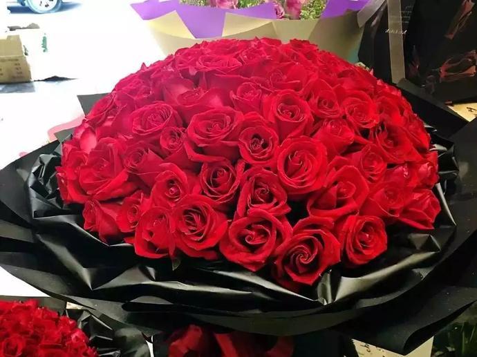 价值880元的爱你久久99支玫瑰精美花鲜花花束一束