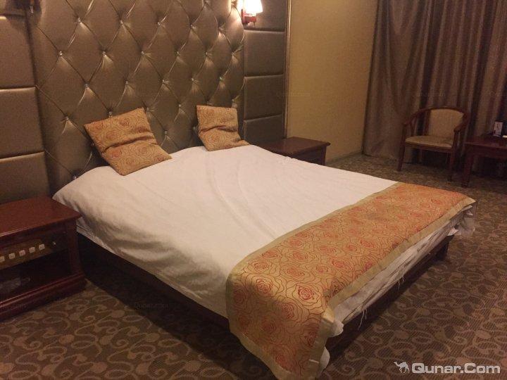 岁宫大酒店