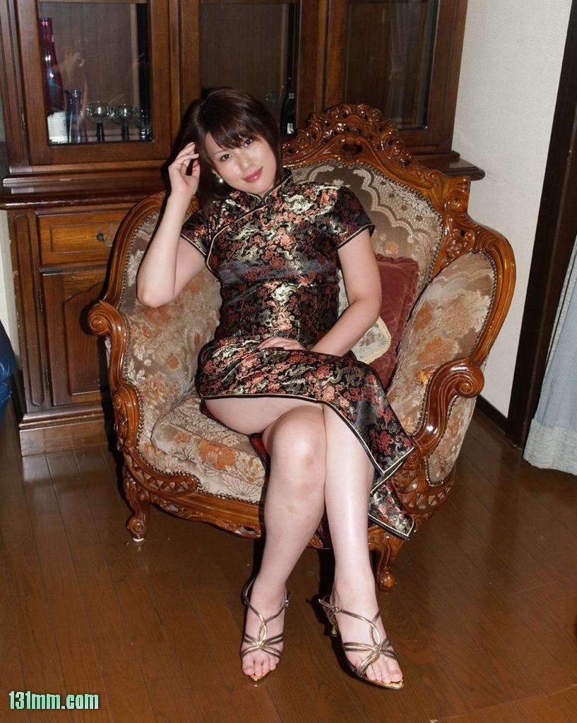 分享:旗袍美女美腿图片