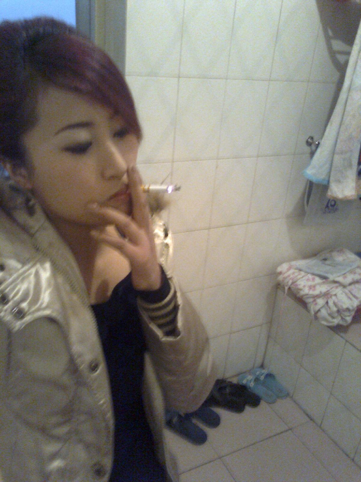 【吸烟的女子们】