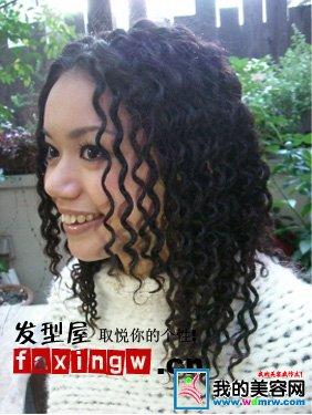 女生长发螺旋烫发型图片