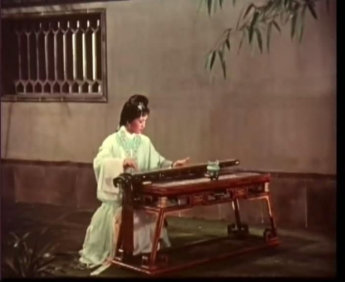 抚琴的古典美人 就应该是这个