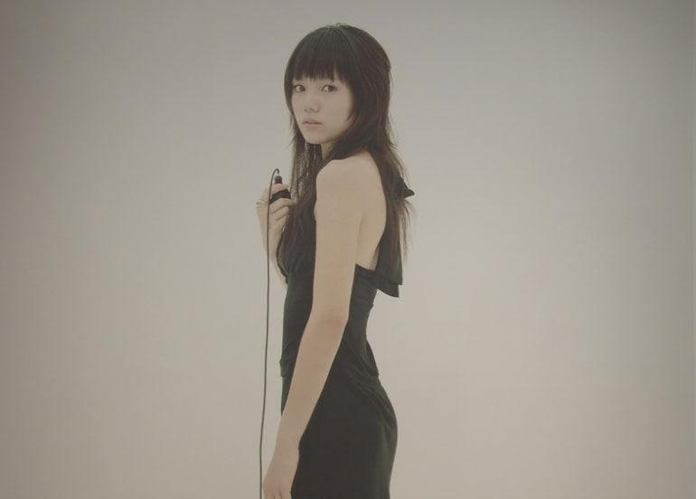 日本电影《只是爱着你》中的女主角