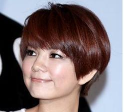 最新带鬓角的女气质短发发型图片图片