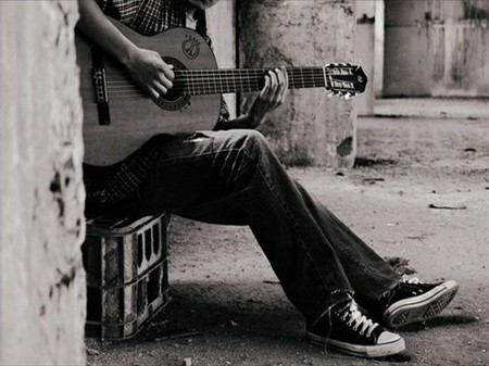 弹吉他的伤感图片 弹吉他唯美伤感意境 女生弹吉他伤感图