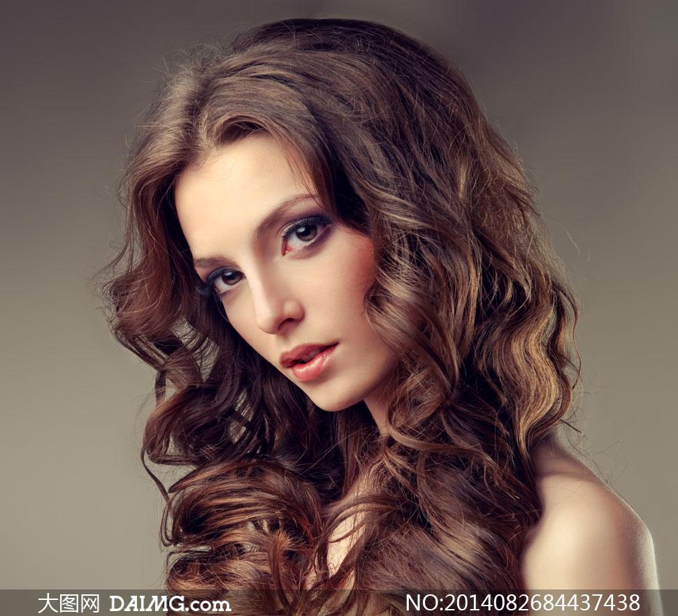 在Photoshop中改变头发的颜色正围巾厚发型怎么围图片