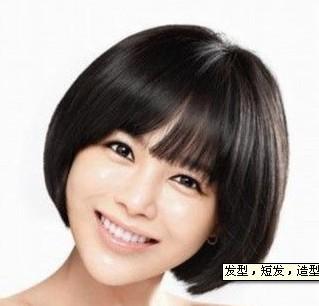 一个自来卷的短发女生.怎么才能剪出这样的发型?图片