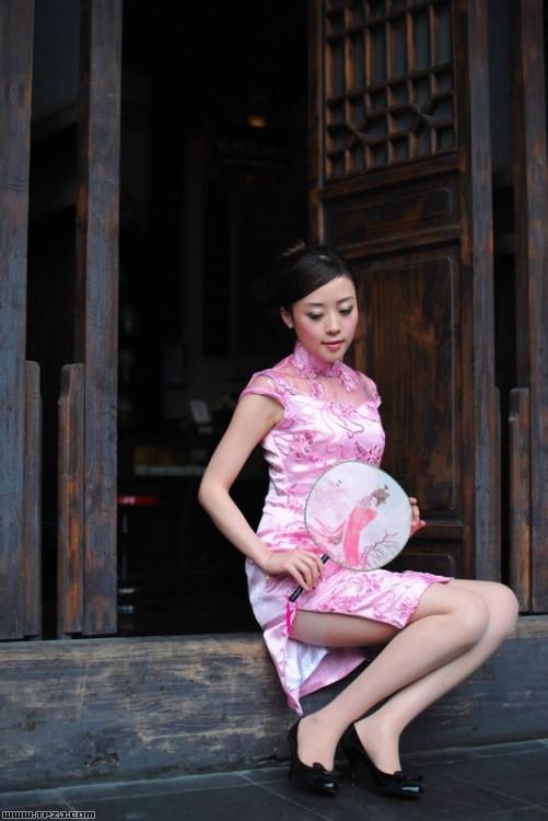 古典美女旗袍写真 展现优雅姿态
