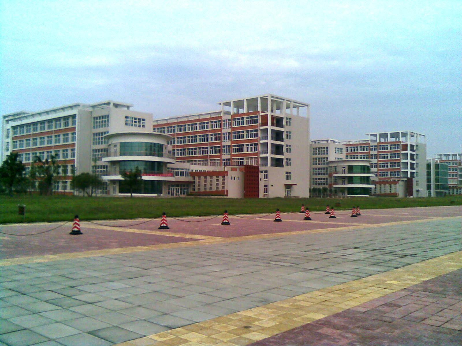 新校区照片,可以让想报我们学校的同学了解一下