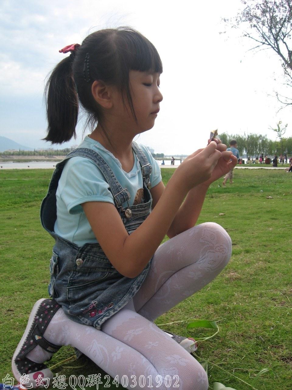 日本小学女生白丝_小幼女 - 7262图片网