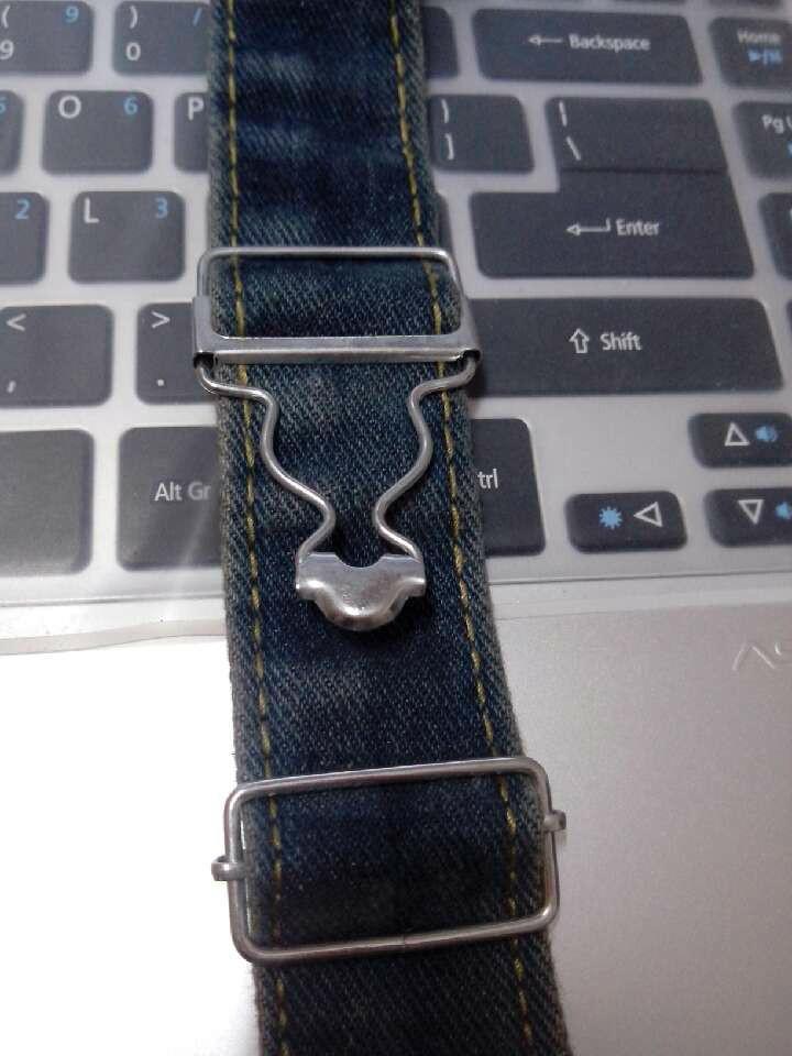 背带裤的扣子怎么装图解法_背带裤扣子的安装图内容|背带裤扣子的安装图版面设计
