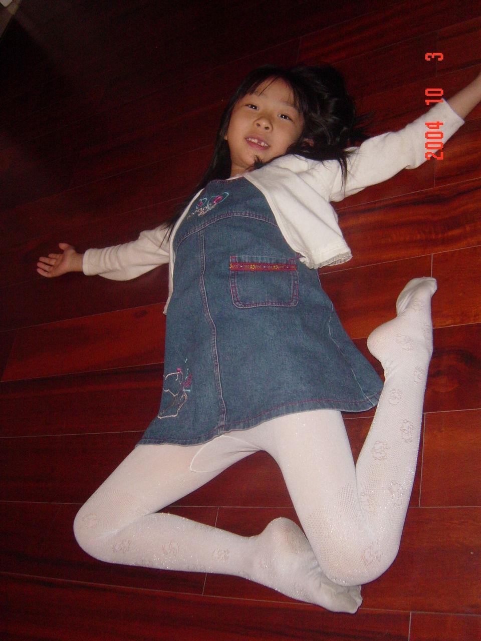 小女孩穿白丝连袜 女生穿白丝连袜 女_白袜舞蹈女孩____飞行网