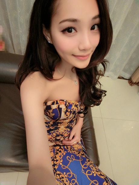 郭詩琪,昵稱張小沁,廣州恒大隊的替補門將董春雨的女友.圖片