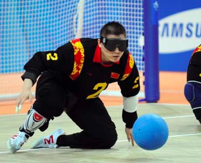 盲人门球场地_盲人门球1946年起源于德国和奥地利,是为失明患者发明的一种集体游戏