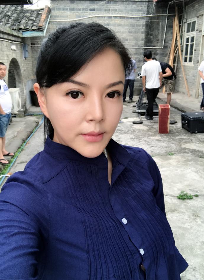 吳曉梅,女,演員,主持人.現為四川電視臺sctv4頻道《醫生來了》主持人.圖片