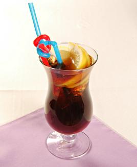 酒的名称蓝色妖姬、血腥玛丽_长岛冰茶