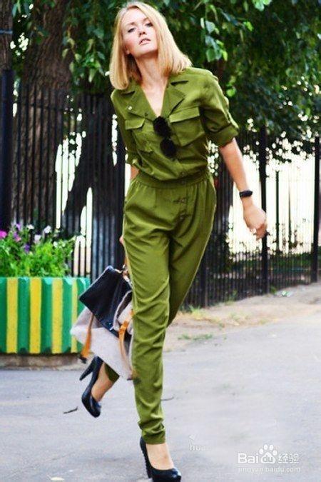 黄大衣搭配绿色短裤_军绿上衣配什么裤子_百度经验