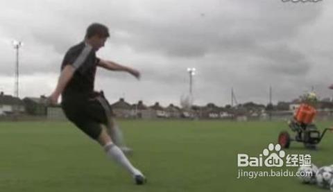 詳解足球顛球技巧和訓練方法圖片