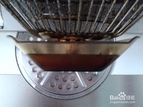 油烟机滤网清洗_油烟机用久了,滤网上油污比较多,清洗难,可以用火烧的办法,快速清除