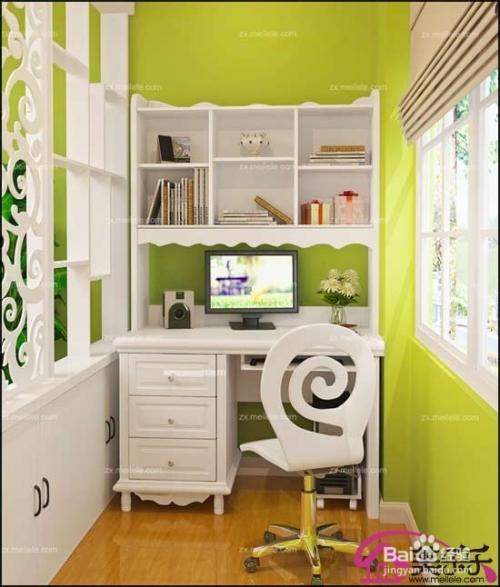 2013年书房装修效果图:书柜与书桌的设计简单方便实用,时尚外